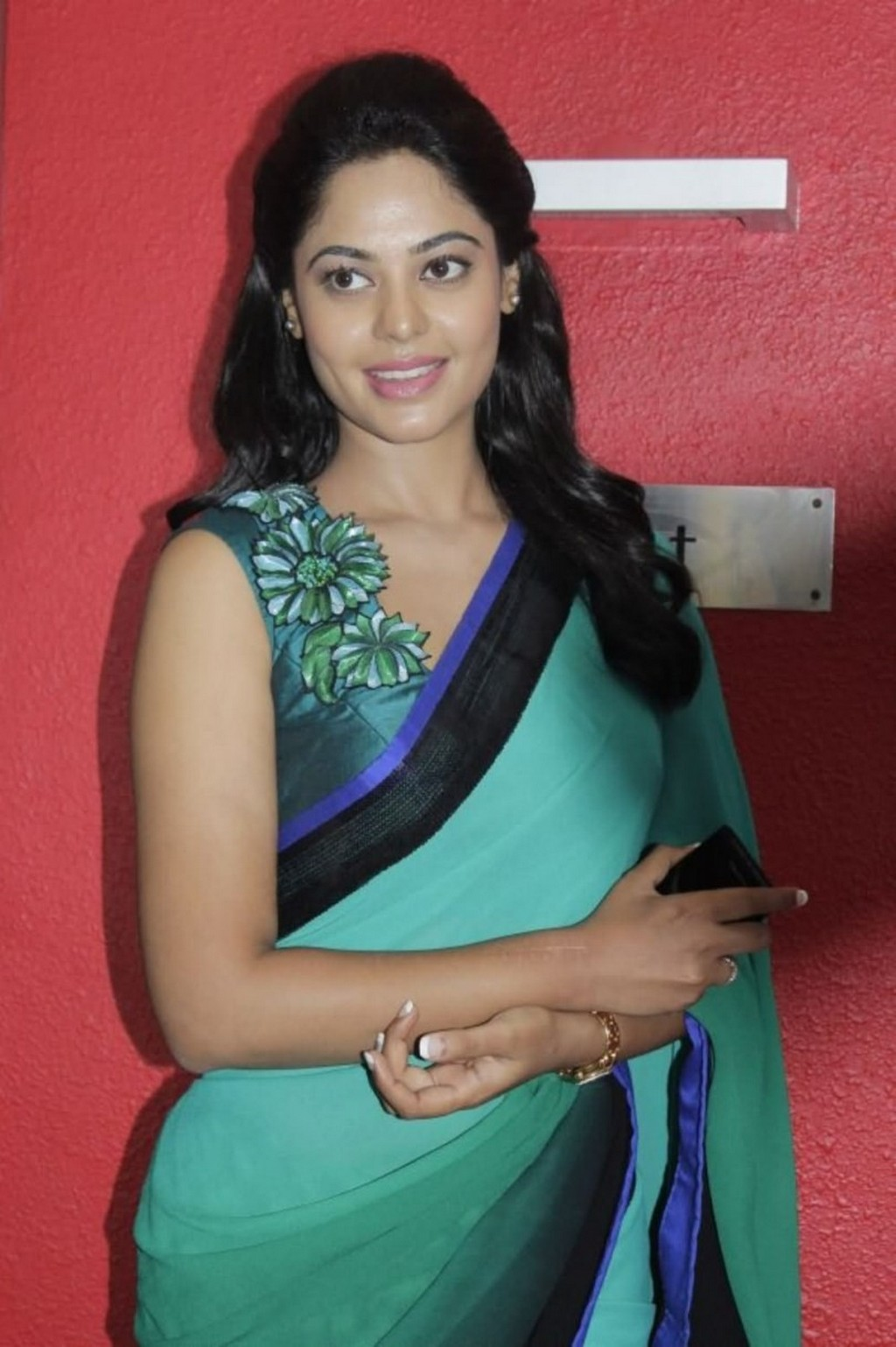 Actress madhavi family photos Cached