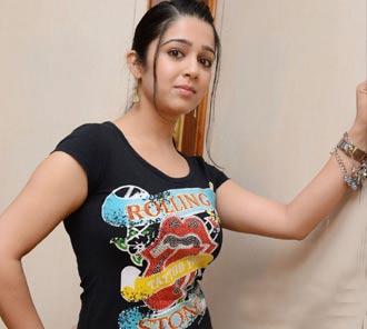 south-indian-actress-hot-boobs-gitting