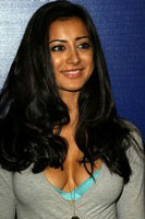 Noureen DeWulf Hot Photos