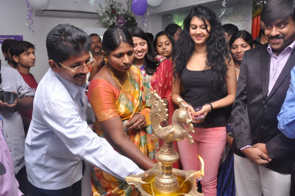 Telugu galleries photos event photos telugu actress for Salon familial
