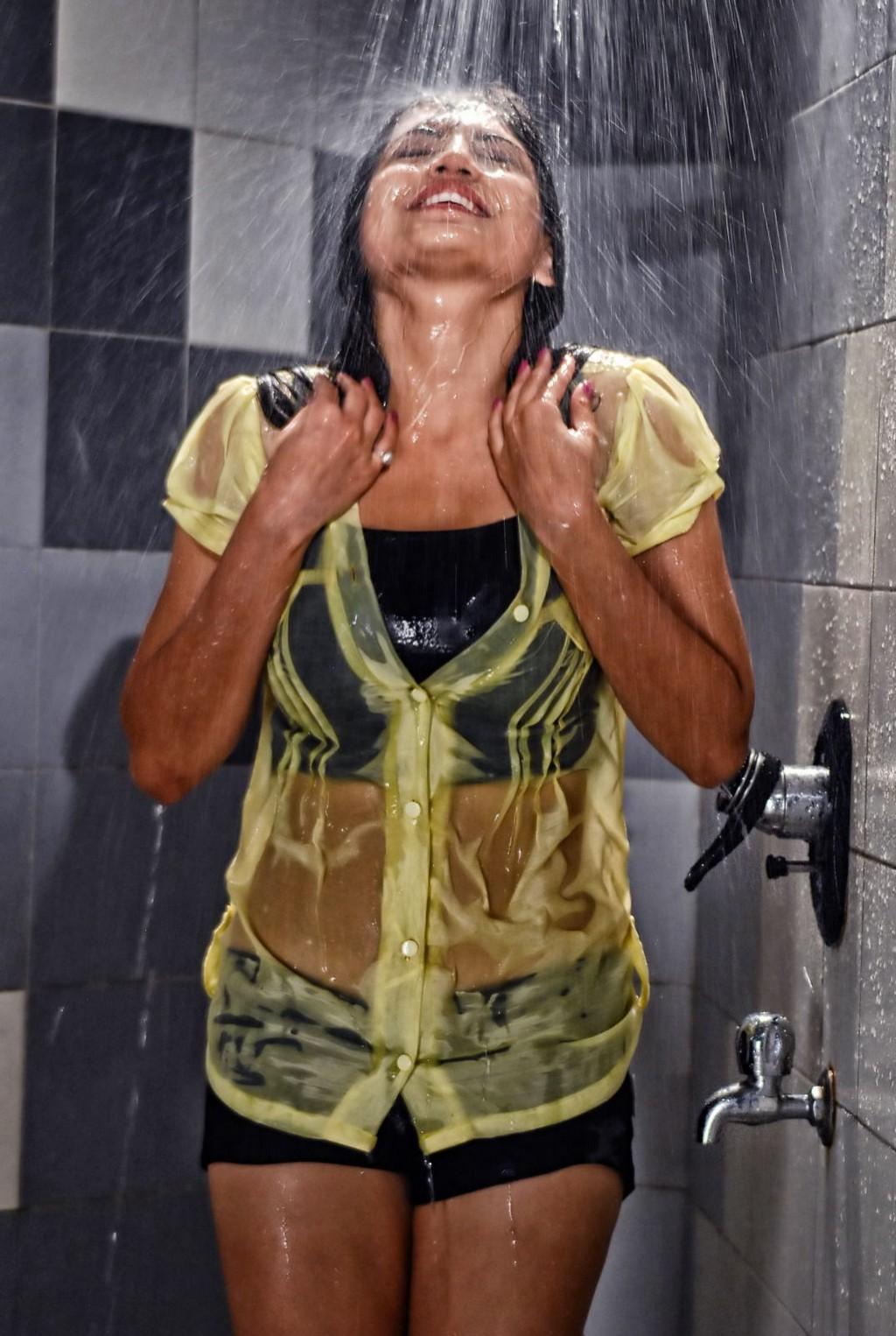 wet females: