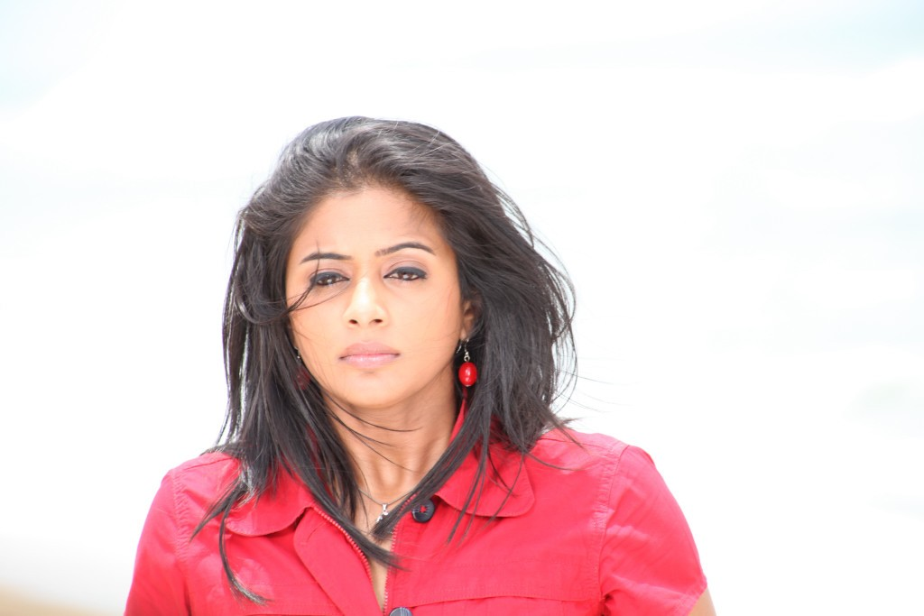 More Hot Pictures From Naked Full Tamil Actress Priyamani Nude