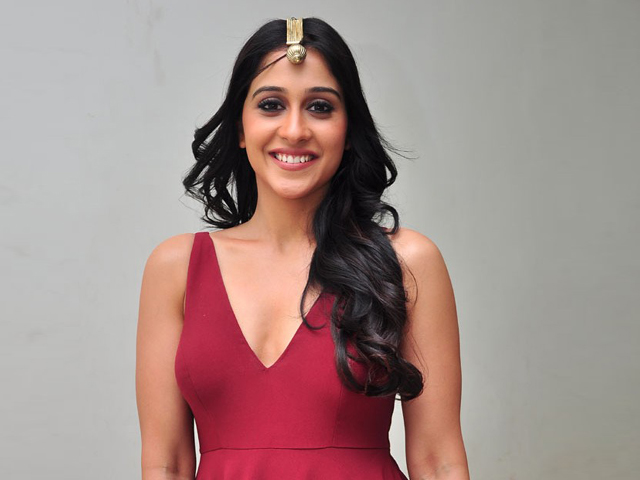 Regina Cassandra Spicy Photos