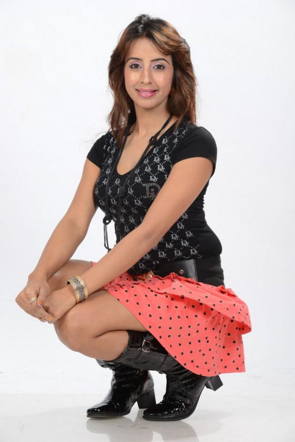 Sanjana Galrani Sandalwood Fashion Style Beauty South Indian Movies Pinterest Fashion