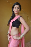 Shraddha Das Hot Pics in Saree
