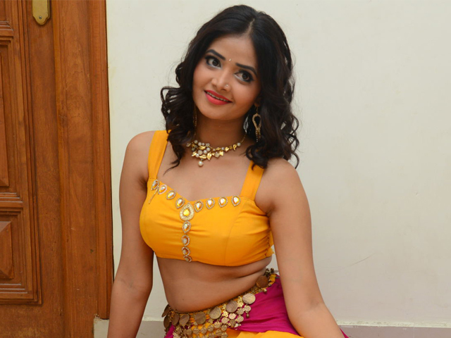 Shriya Vyas Hot