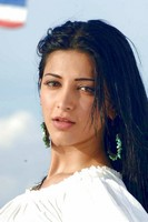 Shruthi Hassan Hot Photos