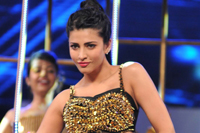 Shruti Hassan at Filmfare Awards 2013