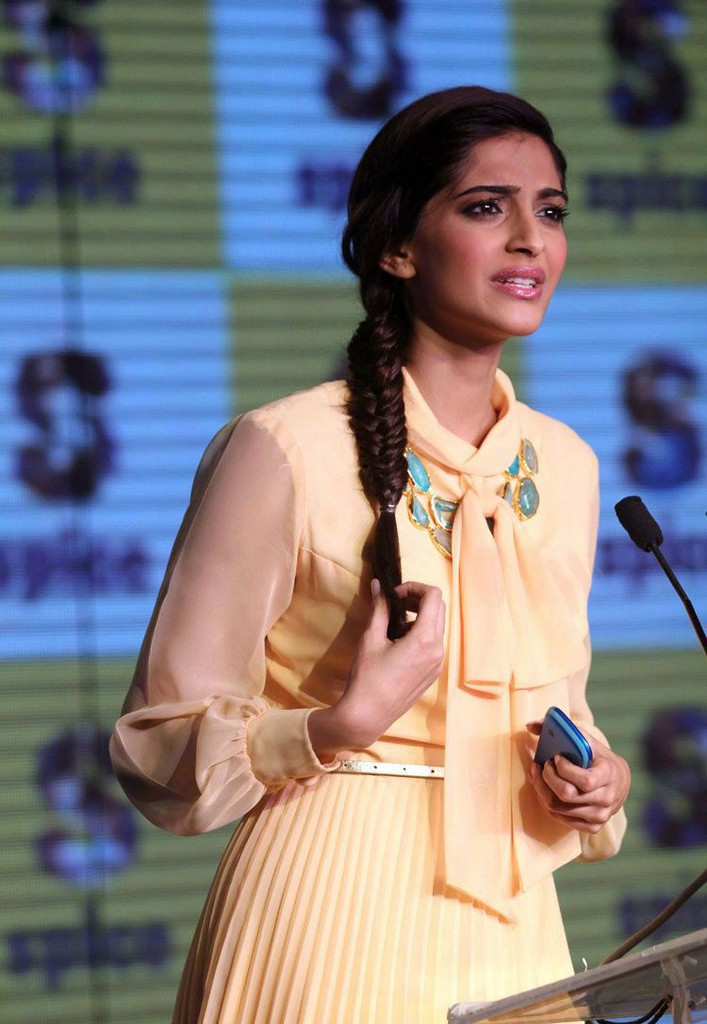 Events Sonam Kapoor Launch Spice Mobility