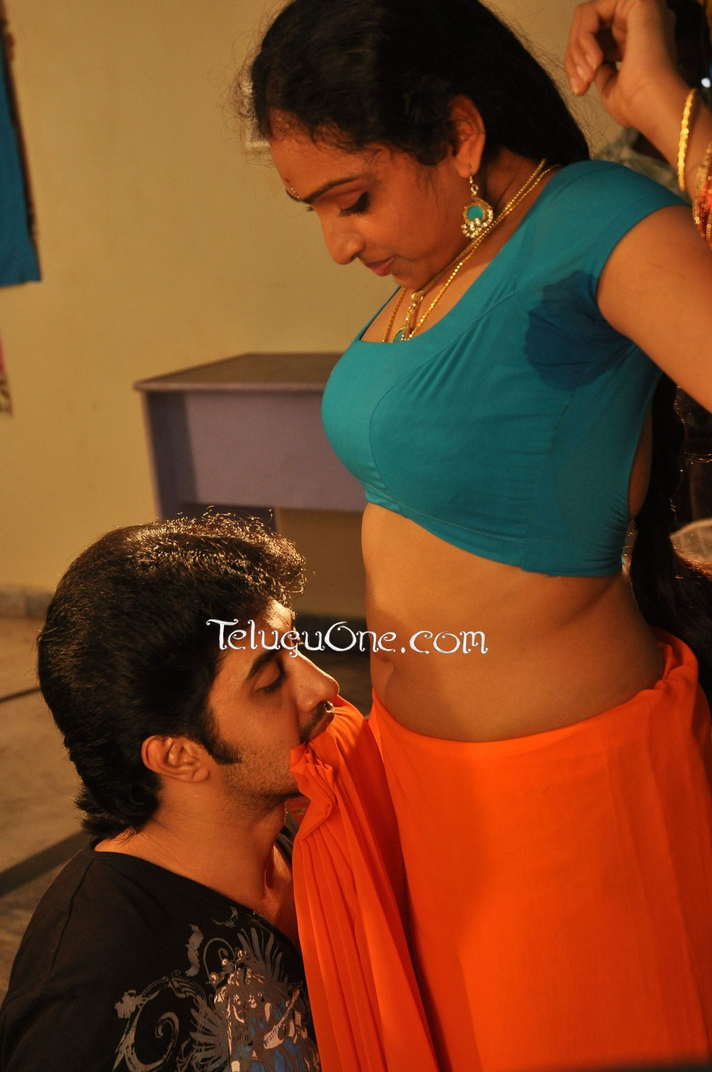 South Waheetha Hot Scene in Tamil Hot Movie 4