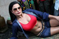 Veena Malik Visits Kamathipura Hot Photos