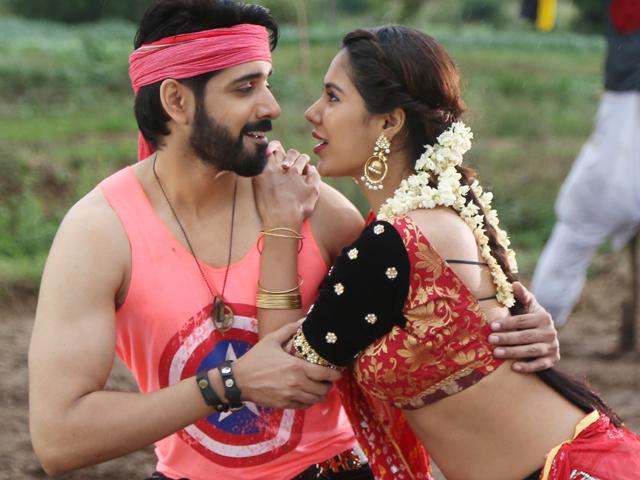 Aatadukundam Raa Movie - Info | Facebook