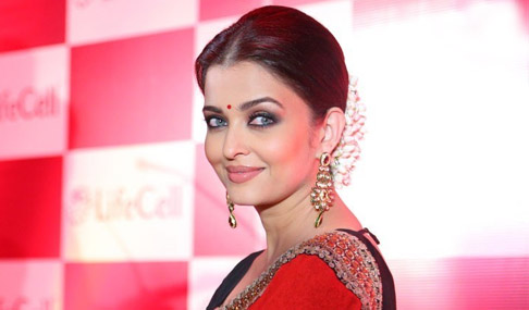 Aishwarya Rai Red Saree Photos
