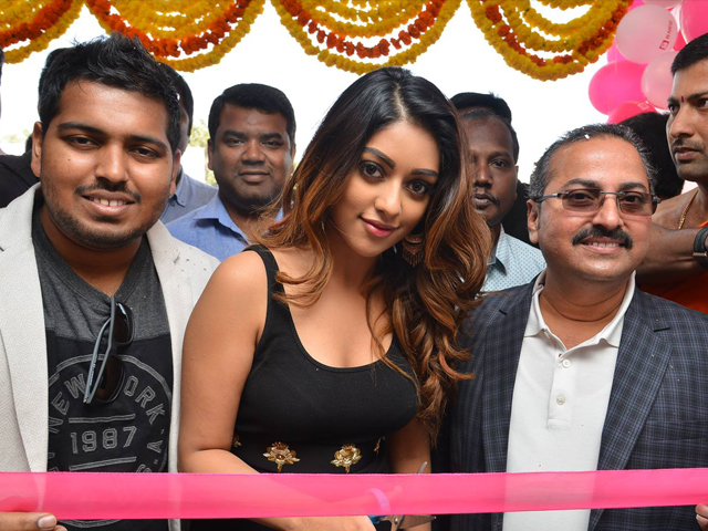 Anu Emmanuel Launches B New Mobile Store
