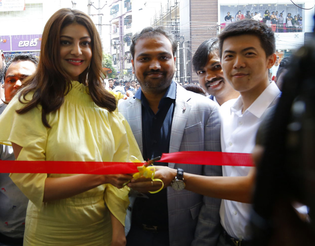 Kajal Agarwal Launches HAPPI MOBILES 57th Store
