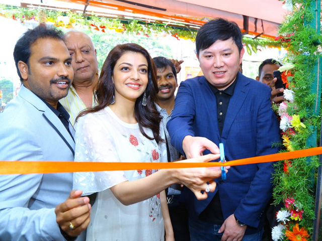 Kajal Agarwal launches Happi Mobiles in Karimnagar Images