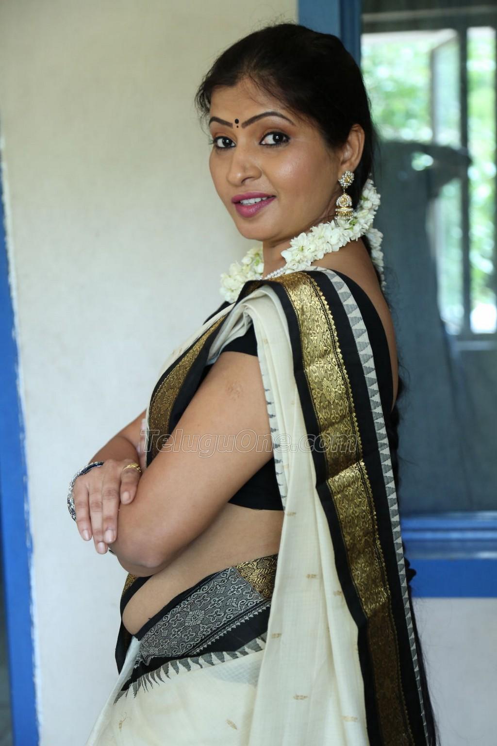 ... actress hot saree hot navel hot cleavage photos | Indian Actress