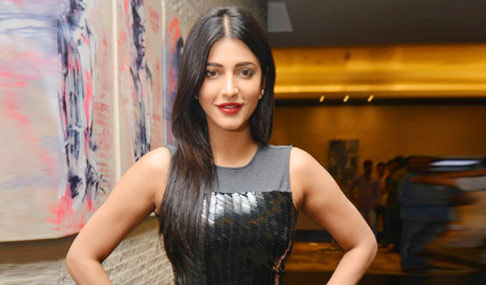 Shruti Haasan at Srimanthudu Success Meet