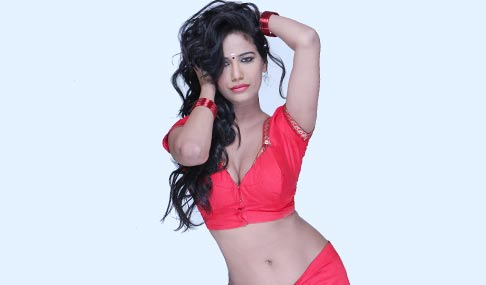 Poonam Pandey Hot in Malini and Co