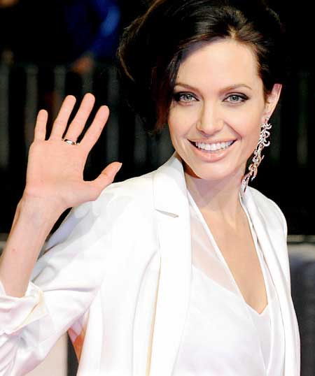 Single Earring Trend A Bold Fashion Statement For Party Or Red Carpet Event This Style Is Defiantly Not The Plane Janes