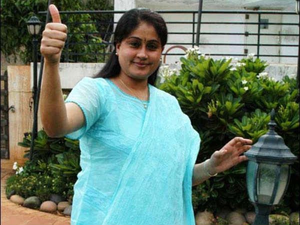 relief-to-vijayasanti-court-channai-cheating-case-