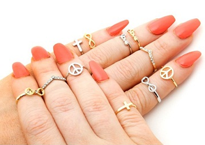 Combine Multiple Rings To Find The Best Combination That Goes Well With Your Outfit There Is No Fixed Rule For Combining But You Can Wear Diffe