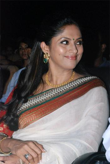 Schauspielerin Nadhiya...