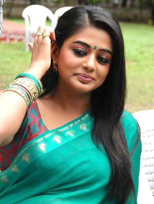 Priyamani Dark Acts!, Priyamani inaugurate salon, Priyamani upset for Power Cut, PriyaMani Darkness