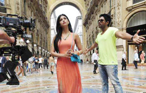 http://www.teluguone.com/tmdbuserfiles/Shruti-Hassan-and-Allu-Arjun-on-the-sets-of-Telugu-movie-Race-Gurram(1).jpg