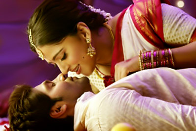 Anushka Shetty Kissing Pics