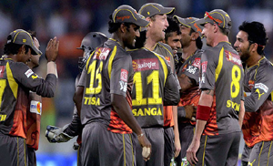Sunrisers Hyderabad defeat Kings XI Punjab by five wickets, IPL 2013: Sunrisers beat Kings XI   by 5 wickets to move to top spot, Sunrisers beat Kings XI by 5 wickets