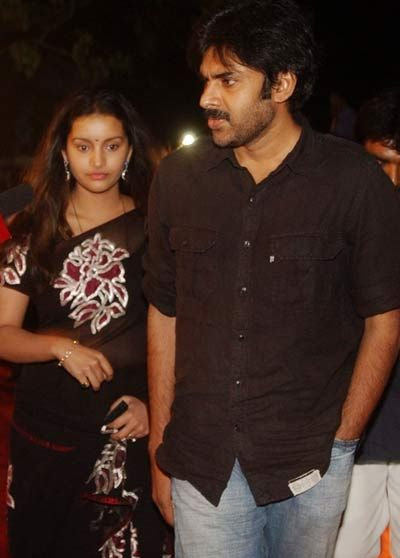 Pawan kalyan renu desai, pawan kalyan renu desai 2012, pawan kalyan renu desai split, pawan renu, pawan kalyan renu desai divorce, pawan kalyan akira, pawan kalyan son akira, chiranjeevi cocktail party, chiranjeevi salman khan, ram charan salman khan, salman khan hyderabad