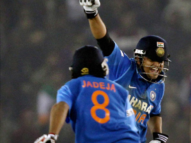India beat England by 5 wickets to clinch the 5 match ODI series, India beat England