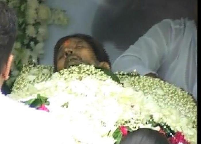 Dead Body Pictures Of Celebrities Rajesh khanna funeral pics,