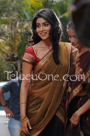 Life is beautiful stills, Shriya saran stills, Shriya life is beautiful stills, Amala akkineni stills, amala akkineni life is beautiful stills